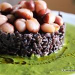 Tortino di riso nero con crema verde e fagioli badda