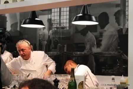 Davide Scabin all'opera nello stand del pastificio Felicetti