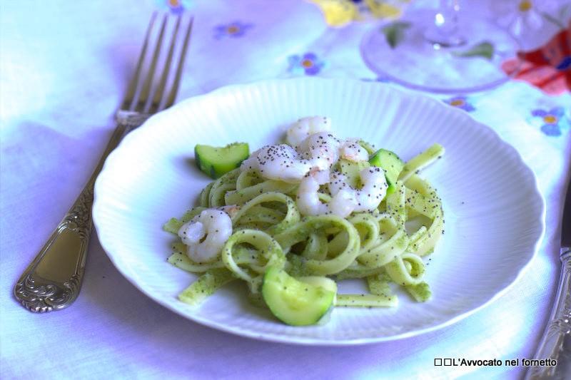 Fettucce con crema di zucchine e gamberetti