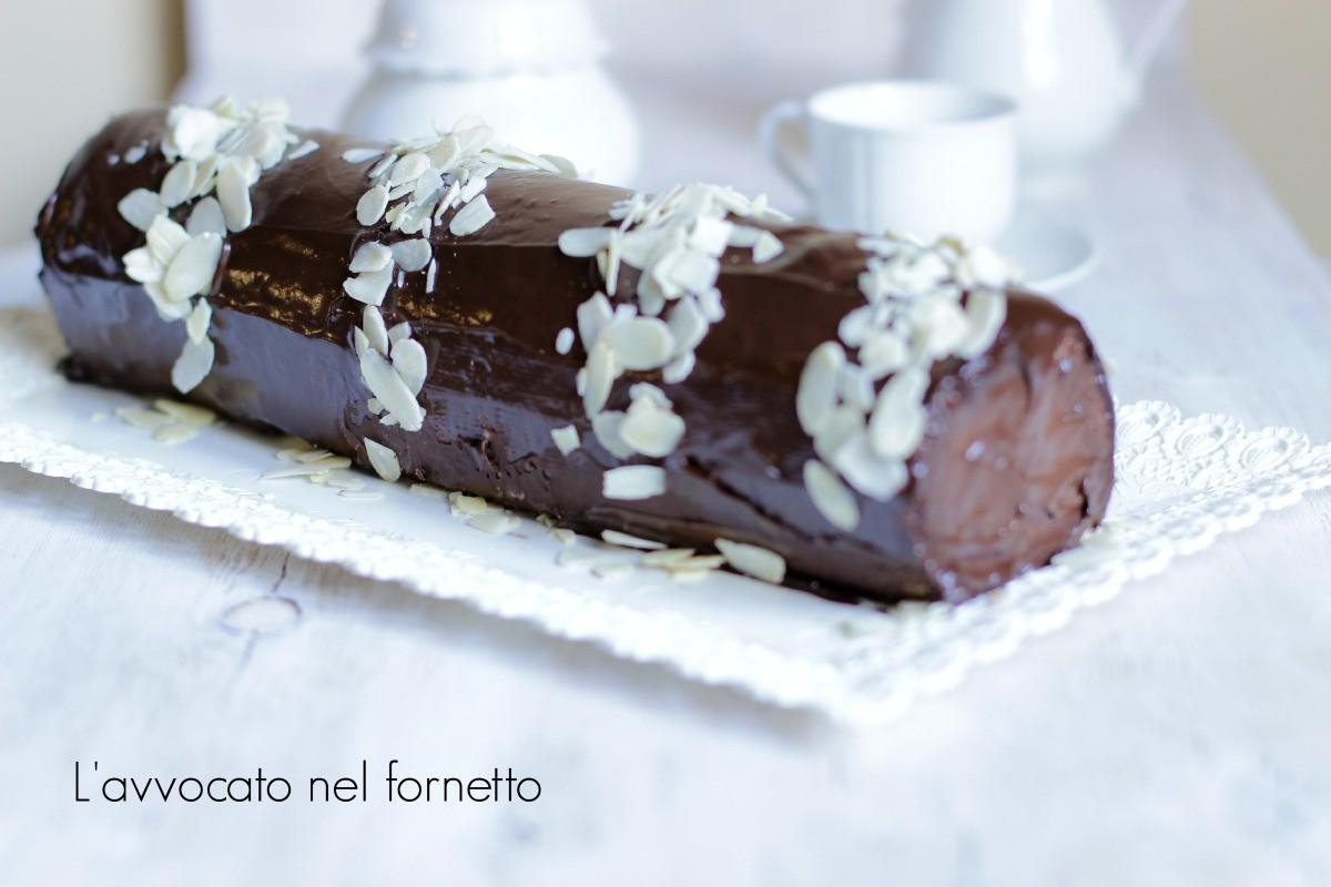Rotolo al cioccolato e mandorle