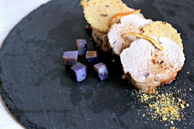 Maiale con cialdine di cuscus polvere di arancia e patate viola