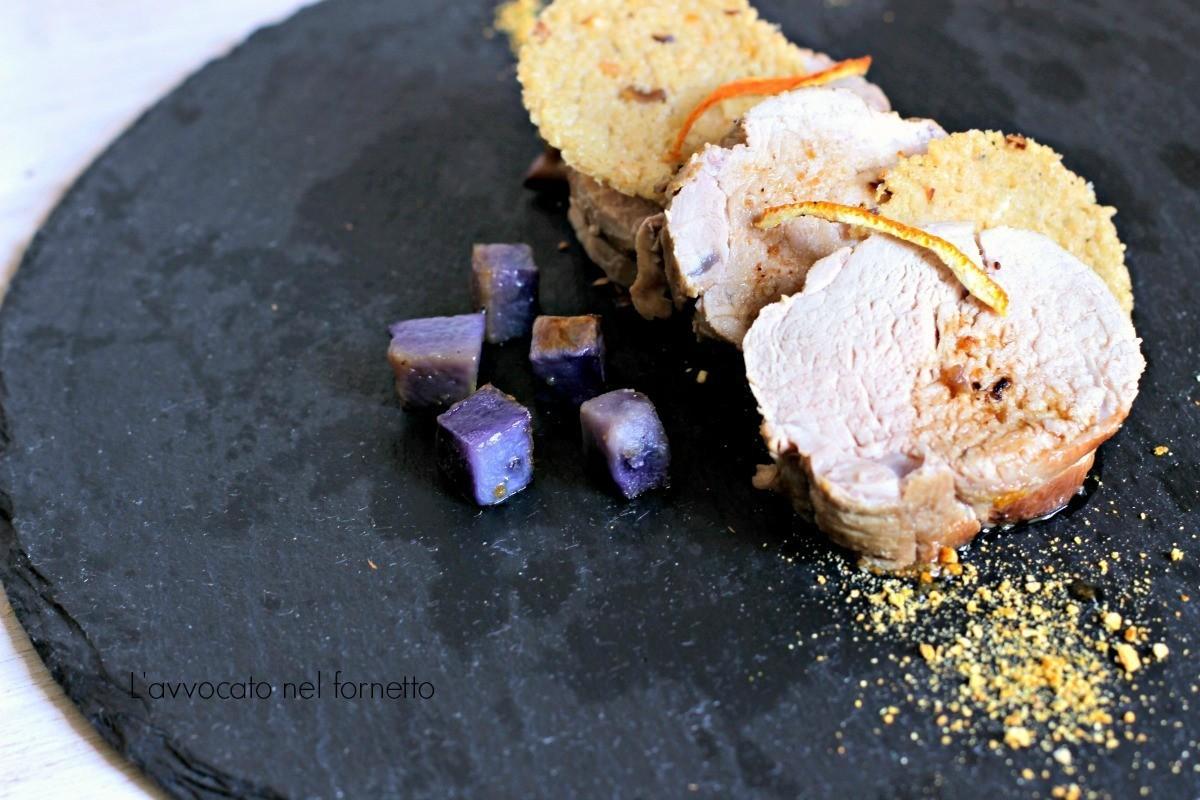 maiale con polvere di arancia cialdine di cus cus e patate viola