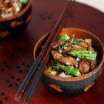 Pollo agrodolce con riso rosso