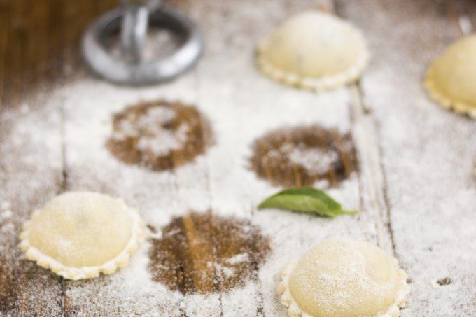 Tortelli di robiola e melanzane con salsa di pomodoro