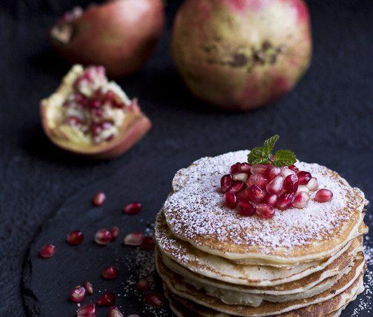 Pancakes al quasi latticello con chicchi di melograno